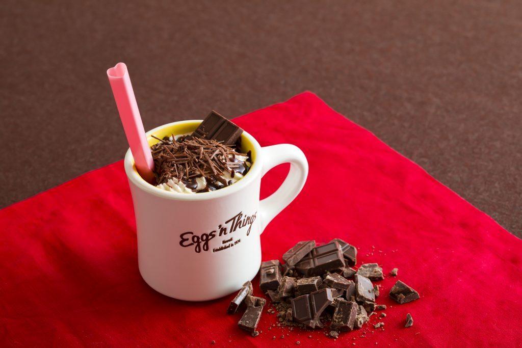 3種のチョコを贅沢使用! バレンタイン限定カフェモカがEggs'n Thingsに登場の画像