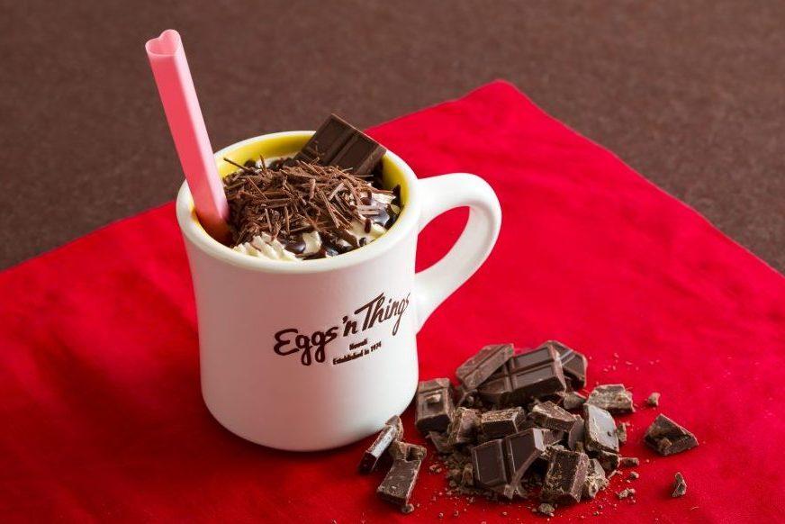 3種のチョコを贅沢使用! バレンタイン限定カフェモカがEggs'n Thingsに登場