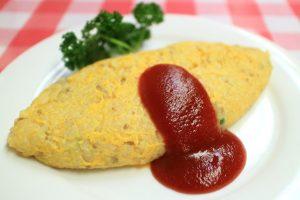 〈食通の昼メシ〉食べログフォロワー数No.1の食通が好む「元祖オムライス」は塩&胡椒ベースのさっぱりライスの画像