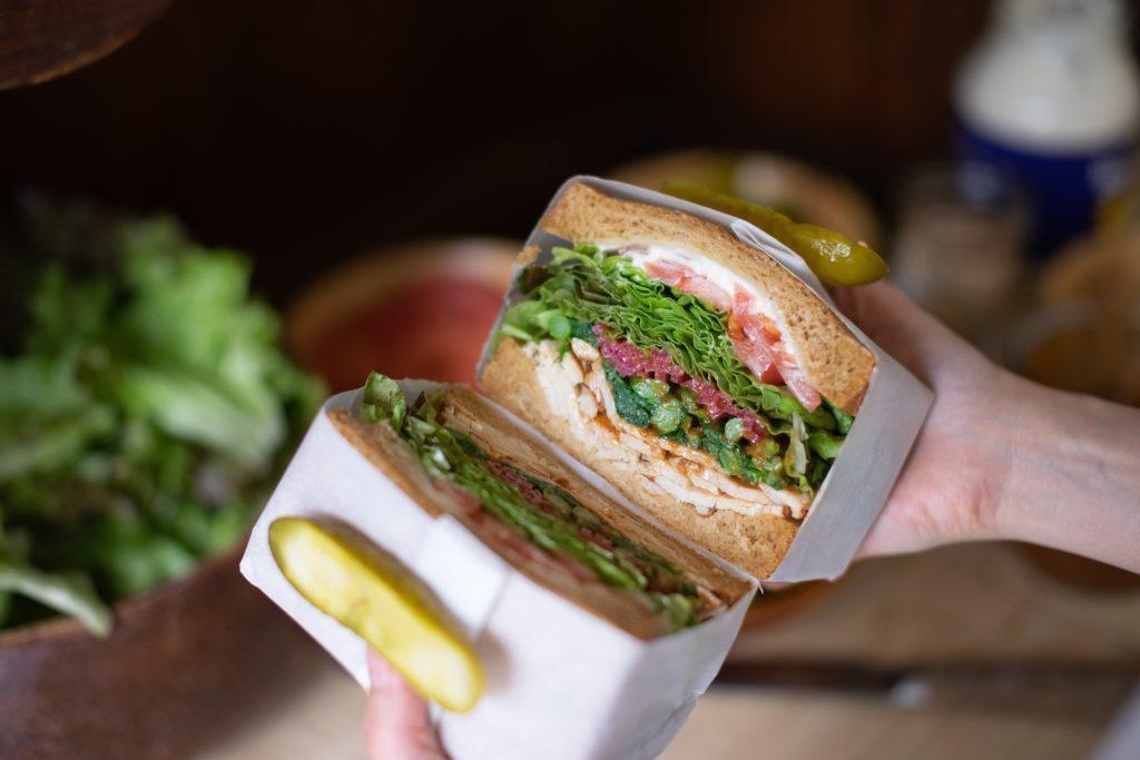 〈最旬フードニュース〉本場スパイスのアジア飯や、菜の花たっぷり春サンドも! 最新グルメ4選の画像