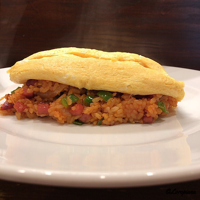 〈食通の昼メシ〉出版界きってのグルメが〆で食べる名物「オムライス」とはの画像