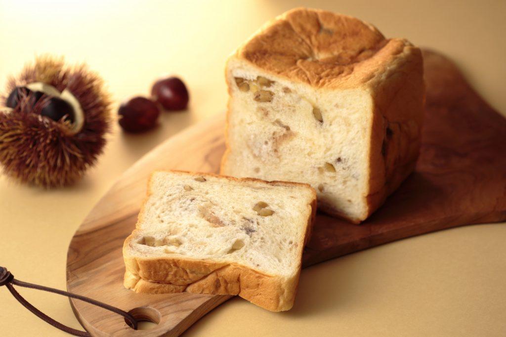 ふわふわのパン生地に栗がゴロゴロと! 話題の高級食パン専門店に新作が仲間入りの画像