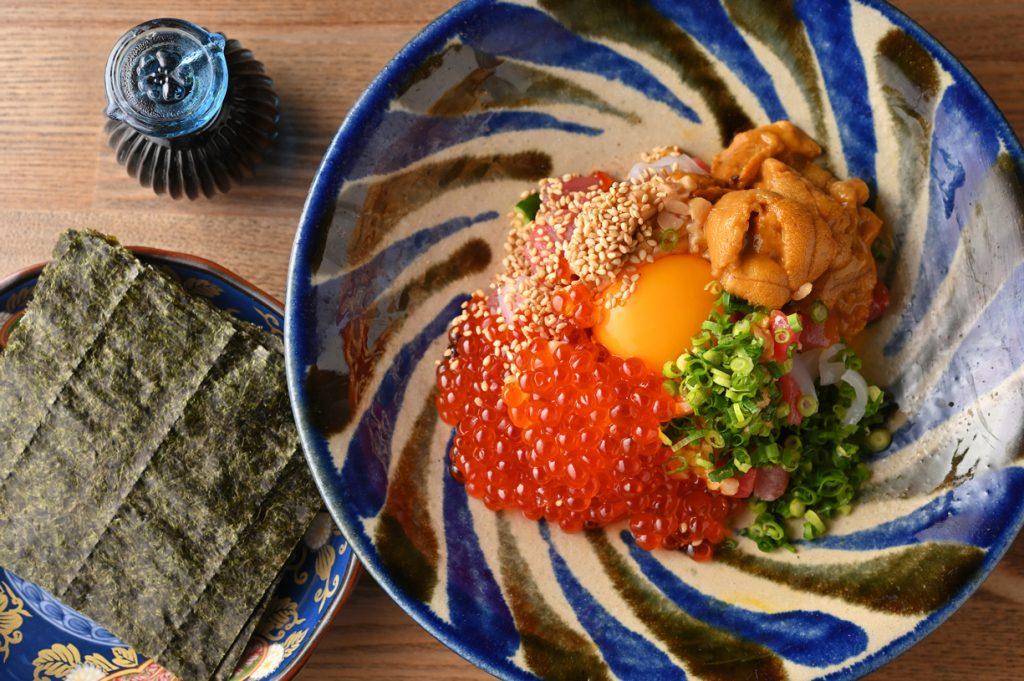 """〈今夜の自腹飯〉〆の焼おにぎりまで海鮮づくし。""""山""""でいただく絶品の海鮮料理の画像"""