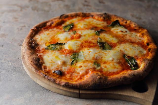 〈おいしいテイクアウト〉食通が太鼓判! 絶品ピザをお持ち帰り(国領)の画像