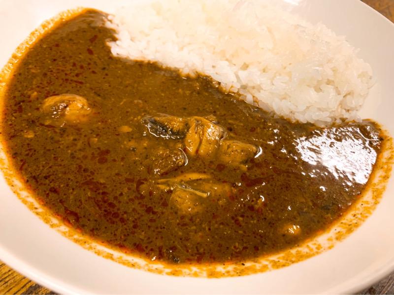 〈今週のカレー〉名古屋の人気店が団結! 三者三様の個性を味わえるぷりっぷりの牡蠣カレーをお取り寄せの画像