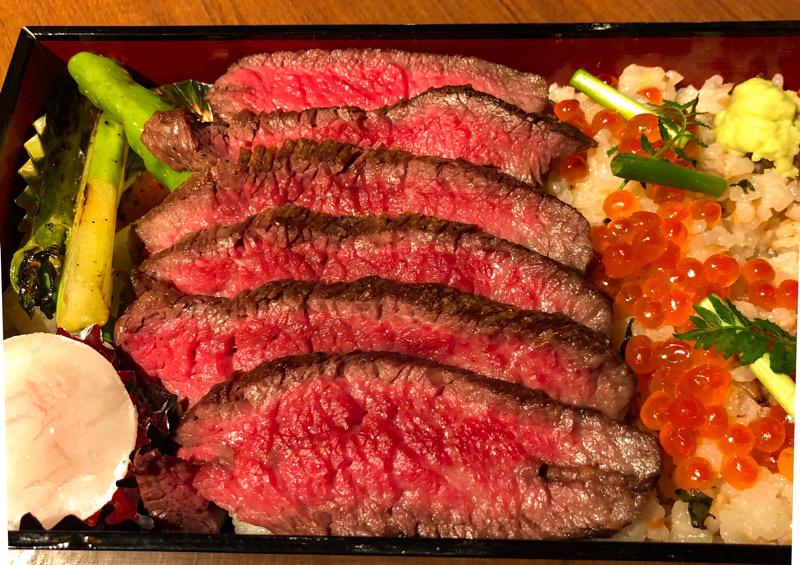 〈目利きのテイクアウト〉フードライターの胃袋をがっつり掴んだステーキ名店の牛肉たっぷり弁当の画像