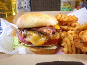 チキン、タコスもテイクアウトOK! ハンバーガーとビールで過ごすパーフェクトな家飲み時間の画像