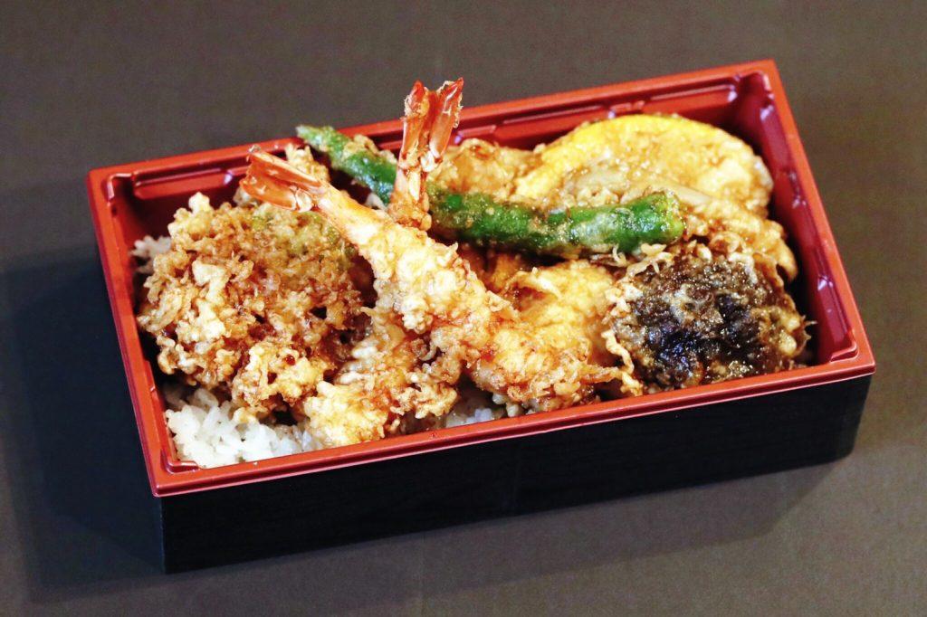〈おいしいテイクアウト〉贅沢な天ぷらが10品も! 特製天重で旬の味覚を味わう(中目黒)