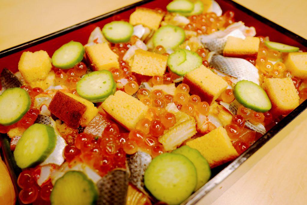 テイクアウトならではの味に感動! 渋谷の寿司の名店による光輝く「ばらちらし」の画像