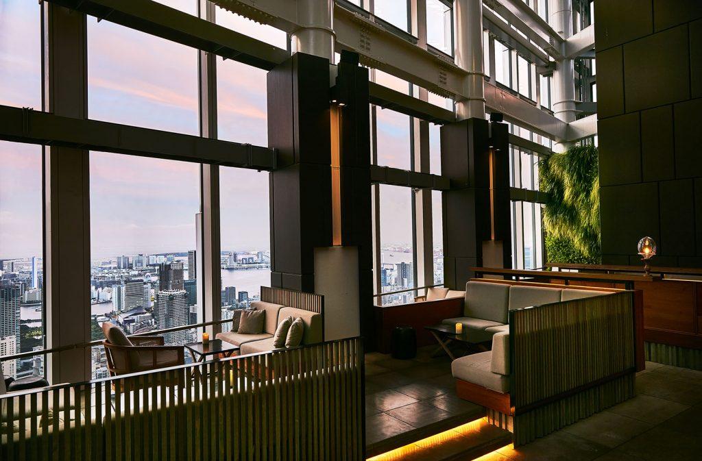 都内で旅気分! 絶景テラス席があるホテルのレストランの画像