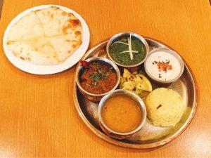 とろ〜りチーズのクルチャは必食! 南北インド料理を一度に楽しめる商店街のインドカレー店の画像