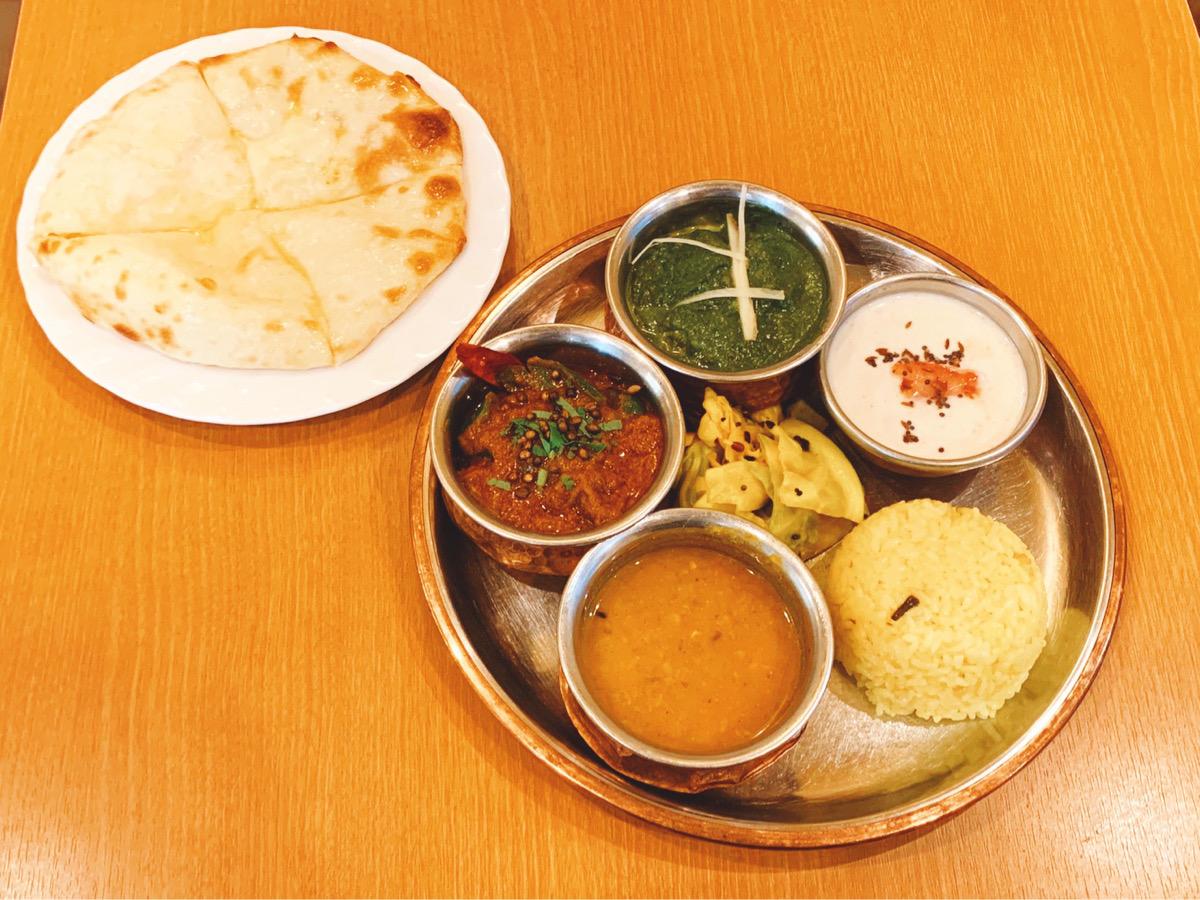 とろ〜りチーズのクルチャは必食! 南北インド料理を一度に楽しめる商店街のインドカレー店