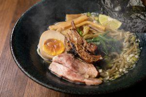 濃厚なのにさっぱり! ラム骨スープのラーメン専門店が新宿にオープンの画像