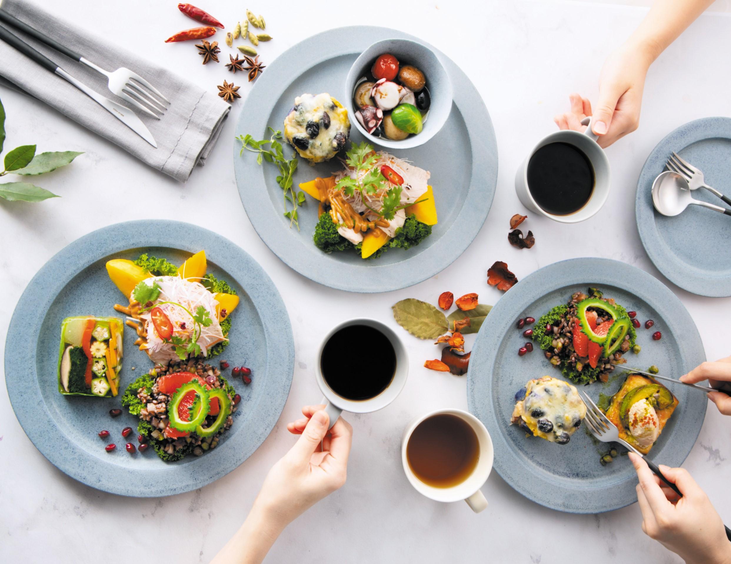 オーガニック食材のデリがずらり。表参道にサステナブルなデリ&カフェが誕生