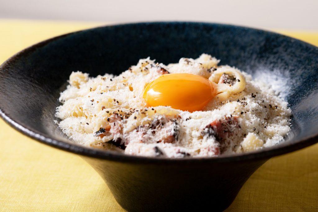 モチモチ平打ち麺がたまらない! 生カルボナーラ専門店が原宿に誕生の画像