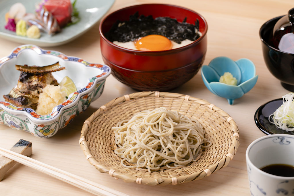 〈噂の新店〉日本料理のコースの締めは、温冷2つの十割手打ち蕎麦