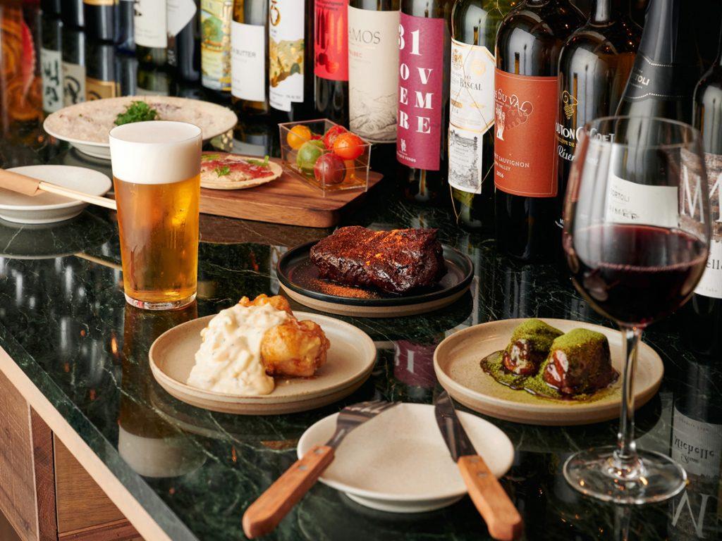 〈サク呑み酒場〉トップシェフ考案の料理も楽しい、カジュアルで本格的な立ち呑み酒場の画像