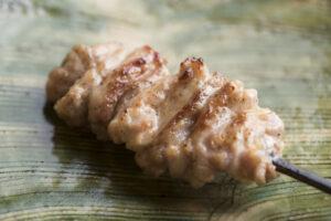 肉汁溢れ出る伊達鶏をガブリ。焼き鳥名店の流れを汲む、話題の姉妹店へいざ!の画像