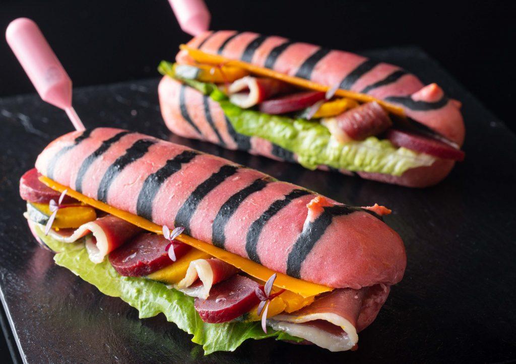 """キュートなピンク色の虎柄サンドイッチが、虎ノ門ヒルズの""""ロブション""""に登場の画像"""