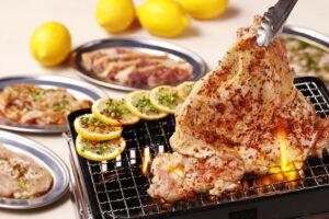 食欲そそる香ばしい「名物一枚ももカルビ」! 鶏焼肉専門店が福岡市にオープンの画像