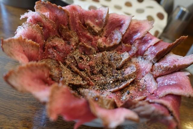 食通に聞いた2020年のナンバーワン! 元祖ローストビーフ丼店の東京ナンバー1サンドの画像