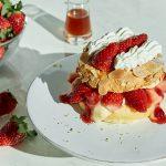 「FLIPPER'S」のストロベリーフェアが開幕! 第一弾は「奇跡のパンケーキ いちごのミルフィーユ」