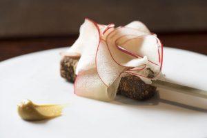 新しい串料理店に食通たちが騒然! 「傳」と「フロリレージュ」による「デンクシフロリ」とはの画像