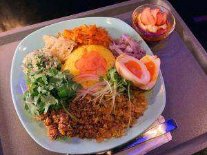 カレーと紅茶をじっくり堪能。名店の味を受け継ぐ間借りカレー店が東新宿にオープン!の画像