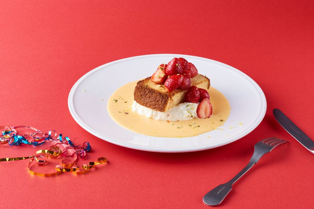 大人気「フィナンシェ食パン」×「いちご」の贅沢オープンサンドが登場!の画像
