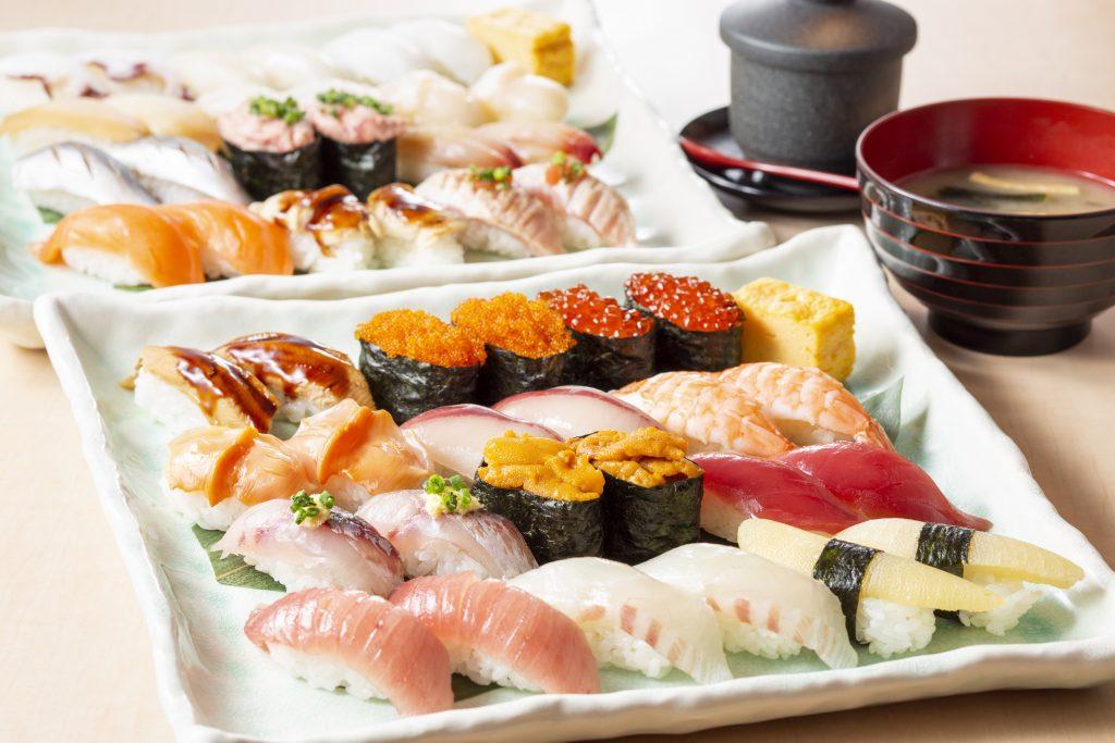 トロ、うに、いくらなど人気ネタも! 60種の高級寿司が食べ放題の画像