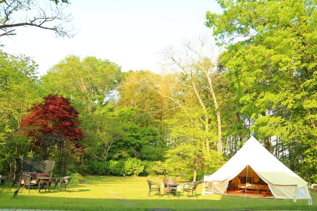 お庭にはグランピングできるテント