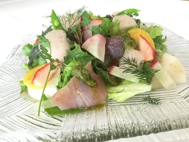 鎌倉の庭園風鮮魚のカルパッチョ