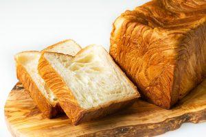 食パン専門店のプレミアムデニッシュに、昭和の雰囲気たっぷりな居酒屋も! 最新グルメ3選の画像