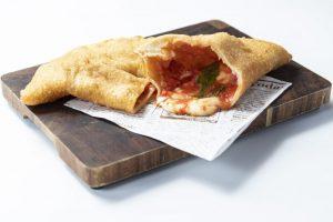 片手で食べられる揚げピッツァ! 大阪・天王寺公園の新テイクアウトが登場の画像