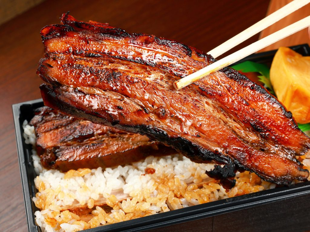 極厚チャーシュー丼にホットドッグも! 3店舗で異なる「麺屋武蔵」のテイクアウト限定メニューに注目の画像