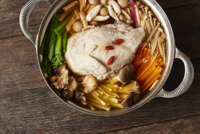 """""""KINTAN""""と話題の韓国料理店がコラボ! 夏バテ対策に食べたい「参鶏湯しゃぶしゃぶ」の画像"""