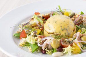 南仏風の爽やかな一皿。「サラベス」のスペシャルなエッグベネディクトが登場の画像