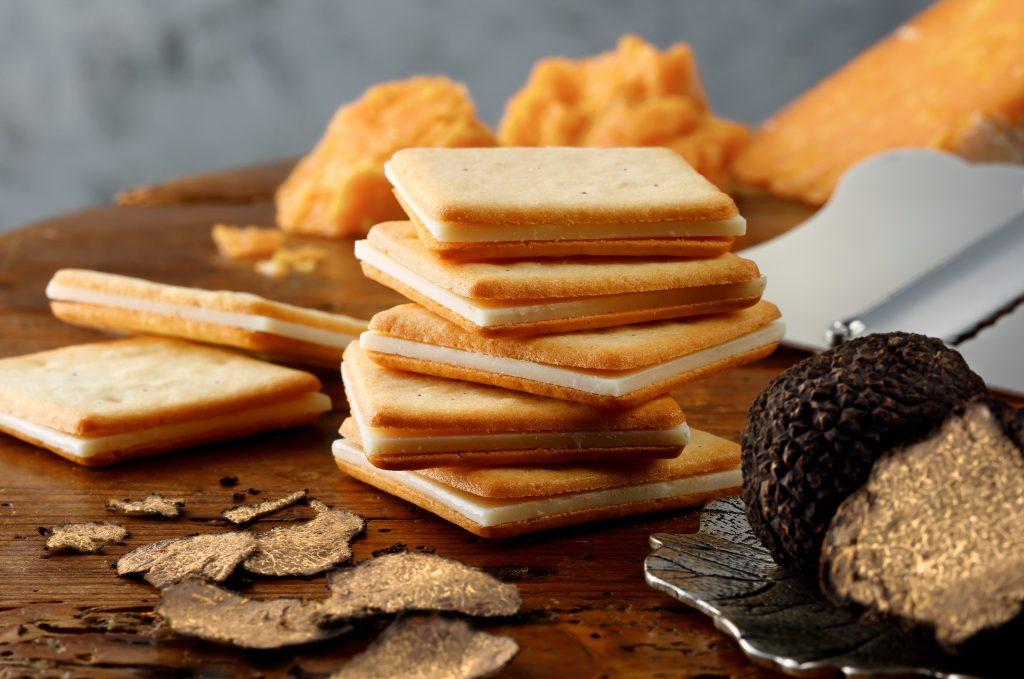 限定のトリュフ&チェダークッキーも!  「東京ミルクチーズ工場」より10周年記念ボックスが登場の画像
