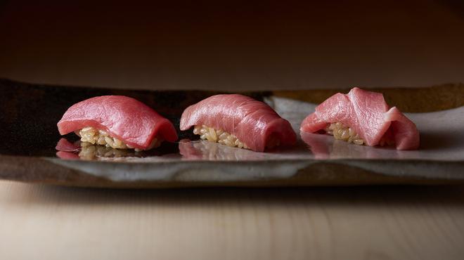 非日常を味わう、贅を尽くした寿司の新店の画像
