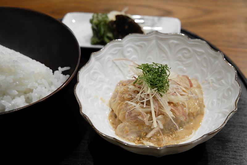 食通が魅せられた「今月の一皿」。フレンチシェフが仕掛けるおでん屋の鯛茶漬けの画像