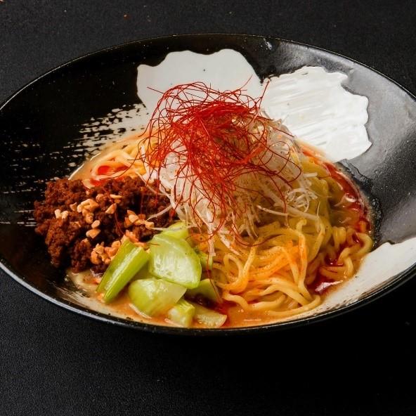 シビカラな「担々麺」が自慢! 博多・天神に中華酒場が2店同時オープンの画像