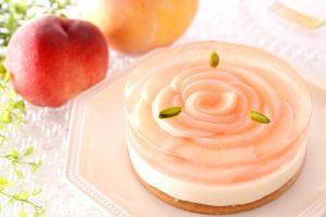 一玉を贅沢に使用した「まるごと桃ケーキ」も! アンテノールにて夏の桃フェスタが開幕の画像