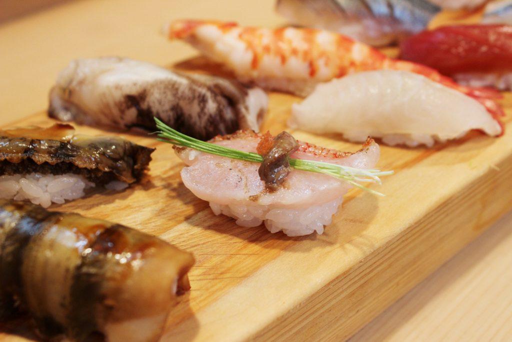 """""""回らない寿司店""""デビューに。食通が各地から選ぶ良コスパで緊張しない8軒〈寿司 百名店 2021〉の画像"""