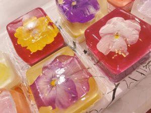 誰かに贈りたい、贈られたい。心が華やぐお花モチーフスイーツ4選の画像
