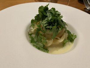 食通が魅せられた「今月の一皿」。出汁に隠れた蛤の存在感の画像