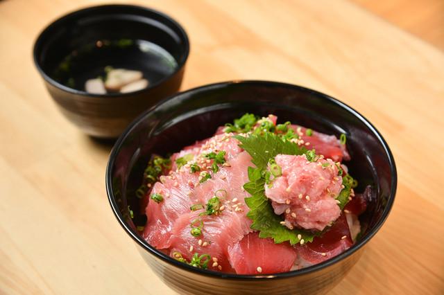 「天然鮪丸ごと丼」1,500円