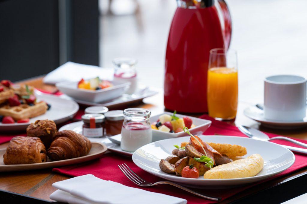 テラス席で朝から優雅に。「フォーシーズンズホテル京都」の朝食がリニューアルの画像