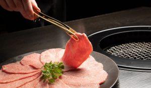 「焼肉トラジ」の新しい挑戦! プロの焼き師がもてなす焼肉店をオープンの画像