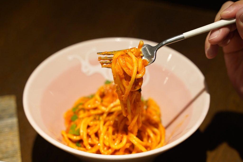 老舗製麺所のフレッシュパスタに薪焼き肉が主役の一皿も。渋谷の隠れ家的イタリアンのランチ、どれ食べる?の画像