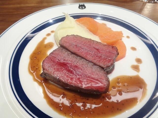 食通が魅せられた「今月の一皿」。季節で風味が変わる鹿肉の画像